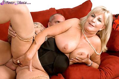 Chunky granny Anneke..