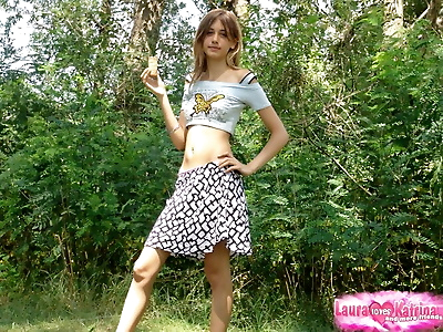 Shapely young teen in tiny..