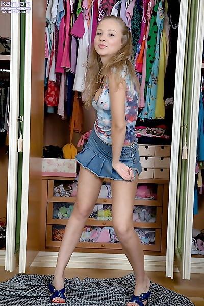 Petite amateur teen Alice..