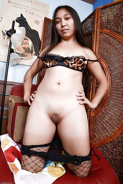 Stunning Asian amateur chick..